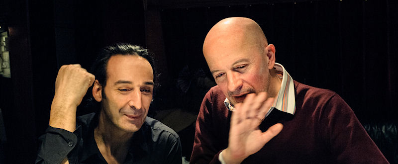 Alexandre Desplat et Jacques Audiard pendant la post-production de Un Prophète, en 2009, au studio Guillaume Tell
