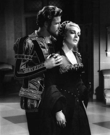 Roger Moore et Lana Turner dans Diane (1956)