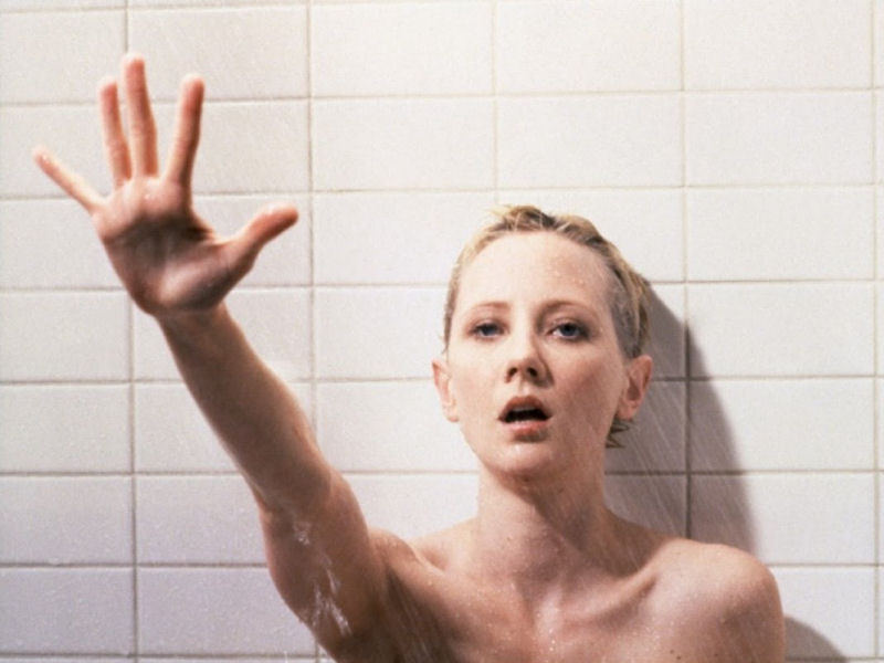 Anne Heche sous la douche