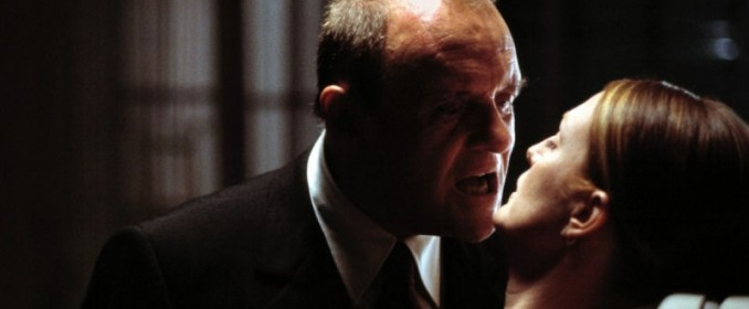 Hannibal (Anthony Hopkins) renifle Clarice Sterling (Julianne Moore)