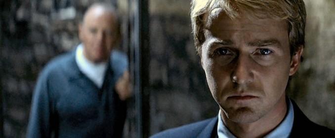 Hannibal (Anthony Hopkins) reluque Will Graham (Edward Norton)