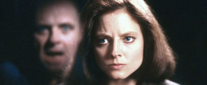 Hannibal (Anthony Hopkins) reluque Clarice Sterling (Jodie Foster)