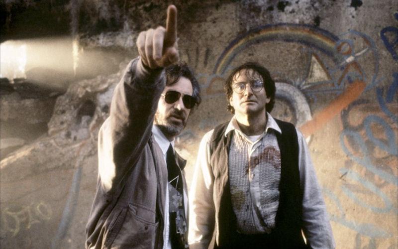 Steven Spielberg dirige Robin Williams sur le tournage de Hook