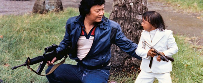 Weng-Weng (à droite, comme vous l'aurez sûrement deviné...)