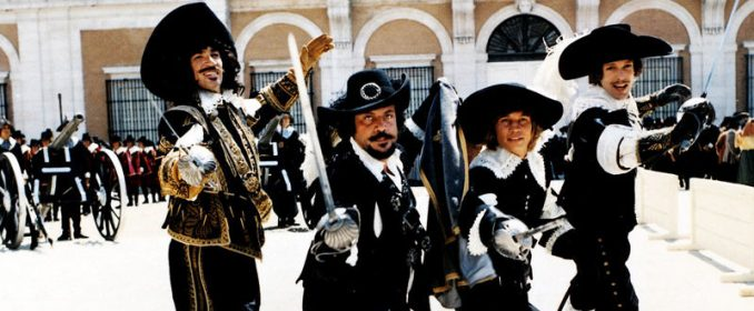 Frank Finlay, Oliver Reed, Michael York et Richard Chamberlain dans The Four Musketeers