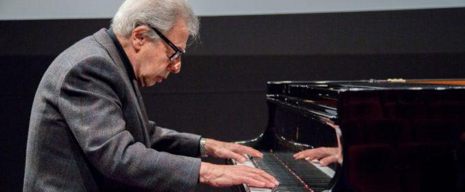 Lalo Schifrin au piano en 2016 à la Cinémathèque Française