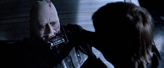 Entre père et fils, le masque tombe