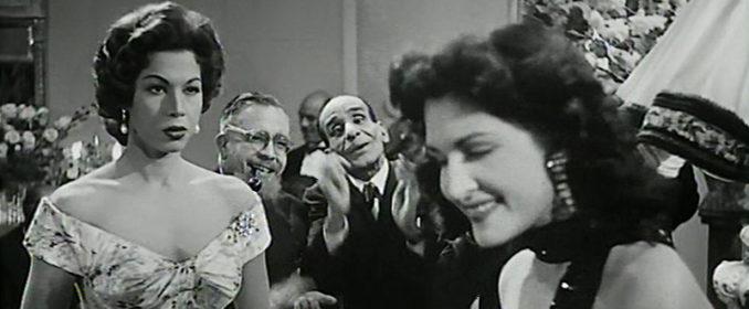 Samia Gamal aux côtés de la célèbre Dalida (à droite) dans Un Verre, une Cigarette (1955)