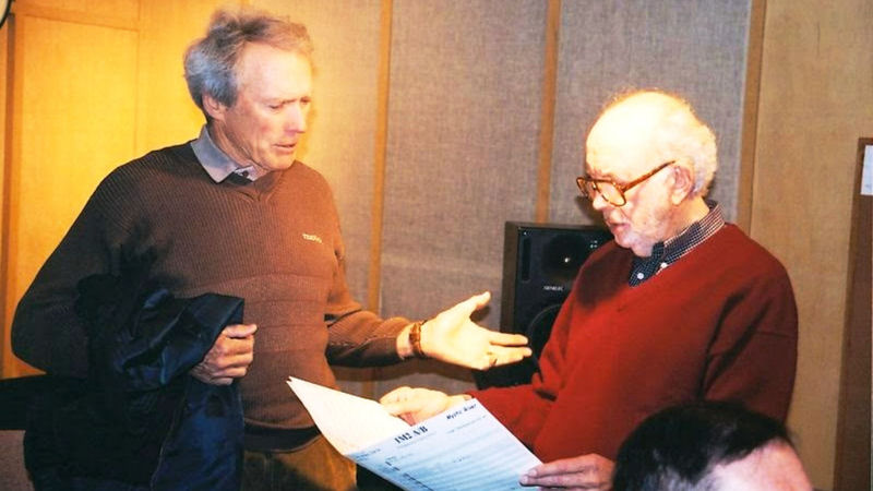 Clint Eastwood et Lennie Niehaus en 1995 pendant les sessions d'enregistrement de Bridges Of Madison County