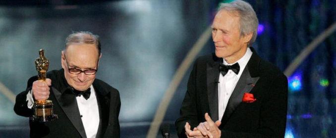 Ennio Morricone et son Oscar d'honneur, remis en 2007 par Clint Eastwood